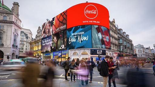 تبلیغات محیطی تبلیغات شهری تابلوهای تبلیغات اغتشاش بصری شهر مصرفی